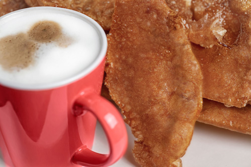 Fritters with a hot drink
